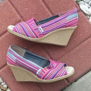 Toms Calypso canvas wedge heels size 7.5 striped